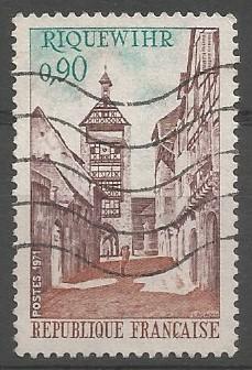 Afin de protéger hommes et biens, le comte de Horburg  Burkhardt II, vassal de l'Empire,  fit entourer le bourg de murs et de fossés en 1291. Dès lors, Riquewihr fut élevé au rang de ville, jouissant d'une certaine notoriété dans la contrée. De cette époque, il reste des témoins emblématiques que sont devenus les premiers monuments de la ville, la tour-beffroi du Dolder et la Tour des Voleurs.