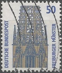 Freiburger Münster ((Freiburg im Breisgau): Basilika ab ca. 1200 spätroman. neu erbaut, gotik vollendet, Chorweihe 1513, seit 1827 Kathedrale des Erzbistums Freiburg