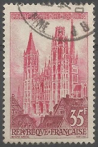 Dessinateur de timbres-poste: Cathédrale de Rouen: L'archevêque Hugues d'Amiens commence la construction de l'édifice gothique en 1145. La tour Saint Romain, la façade et une partie de la nef sont élevées quand, en 1200, un incendie détruit le choeur roman où l'office était toujours célébré. Les travaux reprennent et peut accueillir le roi Philippe Auguste en 1204, en cours d'achèvement en 1250.