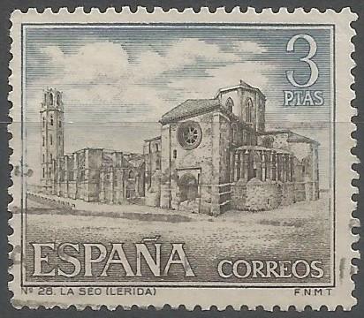 La construcció de la Seu Vella va començar el 1193, quan el capítol contractà el mestre d'obres solsoní Pere de Coma. La primera pedra fou col·locada el 1203 en presència del rei Pere I, el comte d'Urgell, el bisbe d'Urgell i Coma. A la mort d'aquest el 1220, la capçalera i el creuer ja eren acabats. Quan la catedral va ésser consagrada el 1278, n'era mestre d'obres Berenguer de Prenafeta. (IPAC)